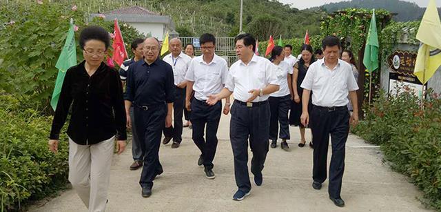 湖南省副省长隋忠诚走进北京资源集团湘西黑猪产业园调研指导