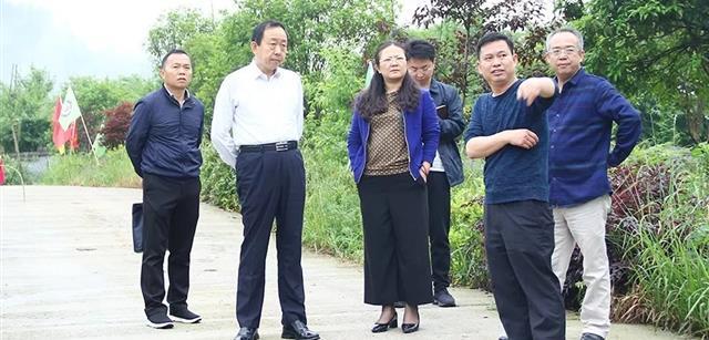 湘西州副州长何益群深入资源集团湘西黑猪产业园调研