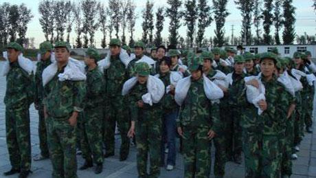 饲料动保板块在职员工军事化强化训练营,时刻保持高昂的斗志