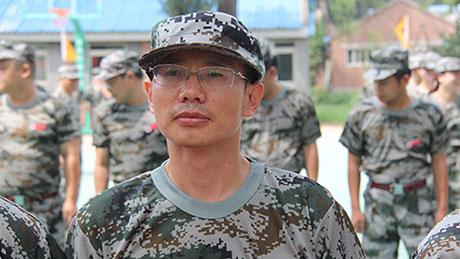 刘钧贻董事长参加军训